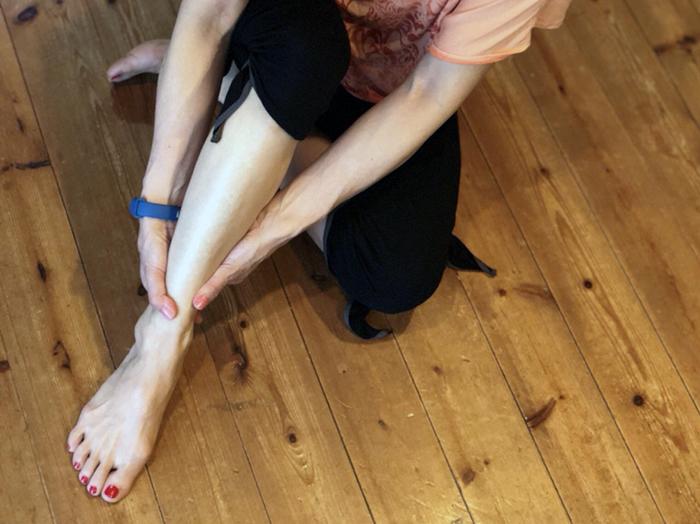 筋膜ストレッチで、脚のむくみを解消してスタイルアップ!